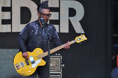 391-20180603_14th Wychwood Music Festival-Cheltenham-Gloucestershire-Main Stage-Feeder-bass guitar (Nick Kaye) Tags: wychwood music festival cheltenham gloucestershire england
