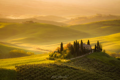 San Quirico D'Orcia (glank27) Tags: podere tuscany toscana rolling hills countryside sunrise italy bel paese karl glanville eos 5d mk iv ef70300mm f456l farmhouse charming wine landscapes world europe mist