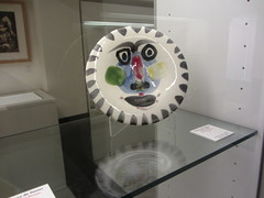 Plate with painted face,  Picasso  Museum,  Buitrago  de Lozoya, Madrid (d.kevan) Tags: museum buitragodelozoya exhibits ceramics drawings displaycabinets madrid spain plates faces