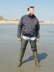 55869318_2372455209442449_2852879876875091968_n (Ivan_Olsen) Tags: wellies rubber boots gummistiefel stivali di gomma bottes caoutchouc waders dunlop wetjeans piss wet