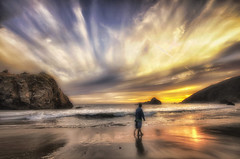 Mano nella mano (Gio_guarda_le_stelle) Tags: hand sunset beach life son waòking seaside tramonto insieme togheter sea sky clouds hope vita 4 i california sun fatherandson wonderland figli bepi lollo