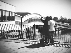 a selfie of love (bentruetschler) Tags: selfie streetfotografie streetphotography contrast bensnaps olympus blackandwhite bw street hamburg landungsbrücken love kiss