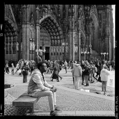 Stadt (tiltdesign2016) Tags: köln analogphotography adonalrodinal150 bw mittelformat yashicamat124g canoncanoscan9000f ilfordhp5400 stadt street strase dom