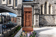 GARDEN OF PEACE AND PRAYER - I HAVE NOT SEEN THIS BEFORE TODAY [CHRIST CHURCH CATHEDRAL IN DUBLIN]-152079 (infomatique) Tags: christchurch cathedral gardenofpeaceandprayer cathedraloftheholytrinity stpatricks dublinandglendalough publicart sculpture monumentmemorial religion streetsofdublin churchofireland april 2019 williammurphy sony a7riii sigma 14mm wideanglelens infomatique fotonique