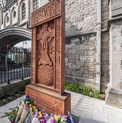 GARDEN OF PEACE AND PRAYER - I HAVE NOT SEEN THIS BEFORE TODAY [CHRIST CHURCH CATHEDRAL IN DUBLIN]-152081 (infomatique) Tags: christchurch cathedral gardenofpeaceandprayer cathedraloftheholytrinity stpatricks dublinandglendalough publicart sculpture monumentmemorial religion streetsofdublin churchofireland april 2019 williammurphy sony a7riii sigma 14mm wideanglelens infomatique fotonique