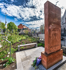 GARDEN OF PEACE AND PRAYER - I HAVE NOT SEEN THIS BEFORE TODAY [CHRIST CHURCH CATHEDRAL IN DUBLIN]-152083 (infomatique) Tags: christchurch cathedral gardenofpeaceandprayer cathedraloftheholytrinity stpatricks dublinandglendalough publicart sculpture monumentmemorial religion streetsofdublin churchofireland april 2019 williammurphy sony a7riii sigma 14mm wideanglelens infomatique fotonique