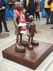 "Waiting for Me Dad - Mackenzie Thorpe sculpture unveiling • <a style=""font-size:0.8em;"" href=""http://www.flickr.com/photos/156364415@N06/46824510675/"" target=""_blank"">View on Flickr</a>"