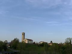 (Paolo Cozzarizza) Tags: italia friuliveneziagiulia pordenone pinzanoaltagliamento scorcio cielo chiesa alberi strada
