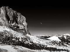 Dolomites Expierence (Maximilian Busl) Tags: mountains mountain ridge hill weather sky clouds sun italy landscape great hasselblad 500cm cfv50c distagon blackandwhite sossolongo