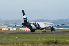 Air New Zealand Boeing 777 (Daniel Talbot) Tags: akl airnewzealand auckland aucklandairport aucklandregion b772 boeing boeing777 boeing777200 nzaa newzealand northisland teikaamāui zkokd aircraft airplane airplanes airport autumn aviation maker oceania plane season seasons transportation