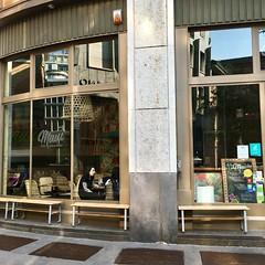 (CEBE17) Tags: eyephotomagazine streetphoto streetphotography street urban city bar cafe milan milano italie italia italy
