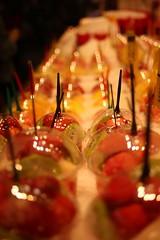 Fruits frais au Marché La Boqueria de Barcelone (Christian Chene Tahiti) Tags: canon 6d barcelone espagne spain catalogne orange macro bokeh rouge jaune fruit frais