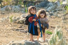 _J5K9869.0210.Lũng Phìn.Đồng Văn.Hà Giang (hoanglongphoto) Tags: asia asian vietnam northvietnam northeastvietnam northernvietnam people life dailylife portrait children girl cute hmongpeople thehmong hmongchirdren portraitofchildrenhmong canon canoneos1dsmarkiii canonef70200mmf28lisusm đôngbắc hàgiang đồngvăn lũngphìn người cuộcsống đờithường trẻem chândung chândungtrẻem 2côbé dễthương trẻemhmông twochildrens haiđứatrẻ portraitofchildren twolittlegirl