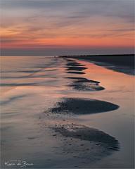 Westenschouwen! (karindebruin) Tags: thenetherlands westenschouwen zeeland zonsondergang beach paaltjes reflectie reflection strand sunset water clouds wolken