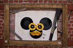IMGP2340 Mickey mouse ? (Claudio e Lucia Images around the world) Tags: stazione porta genova milano railway station pentax pentaxkp pentax1850 pentaxart pentaxlens pentaxcamera street art murales graffiti wall painted viatortona portagenova mickey mouse