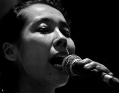 _DSC1299 - Himiko (Le To) Tags: nikond5000 noiretblanc nerosubianco bw monochrome ritratto portrait chanteuse visage face doigts micro