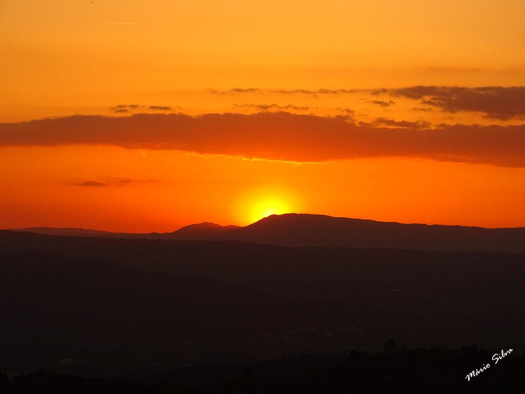 Águas Frias (Chaves) - ... pôr do sol por trás da serra do Larouco ...