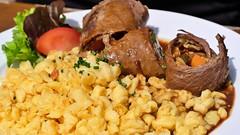 Rinderroullade (Sanseira) Tags: allgäu speisen rindsroullade rinderroullade kenzenhütte buching spätzle