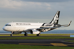 Air New Zealand Airbus A320 (Daniel Talbot) Tags: a320 akl airnewzealand airbus airbusa320 auckland aucklandairport aucklandregion nzaa newzealand northisland teikaamāui zkoxm aircraft airplane airplanes airport autumn aviation maker oceania plane season seasons transportation