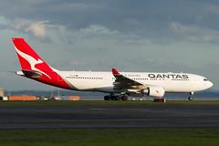 Qantas Airbus A330 (Daniel Talbot) Tags: a332 akl airbus airbusa330200 auckland aucklandairport aucklandregion nzaa newzealand northisland qantas teikaamāui vhebn aircraft airplane airplanes airport autumn aviation maker oceania plane season seasons transportation