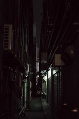 alley, Shinjuku, Tokyo, Japan (Plan R) Tags: alley dark night evening leica m 240 noctilux 50mm