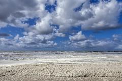 De Schuimbekkende Zee (Pieter Musterd) Tags: zee kijkduin schuim golven seascape zeeschap wolken clouds pietermusterd musterd canon pmusterdziggonl nederland holland nl canon5dmarkii canon5d denhaag 'sgravenhage thehague lahaye