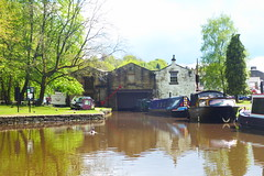 Whaley Bridge Wharf   (Peak Forest Canal)   May 2019 (dave_attrill) Tags: barge moored basin wharfbuilding wharf whaleybridge peakforest canal towpath peakdistrict nationalpark derbyshire may 2019 cheshirering waterway