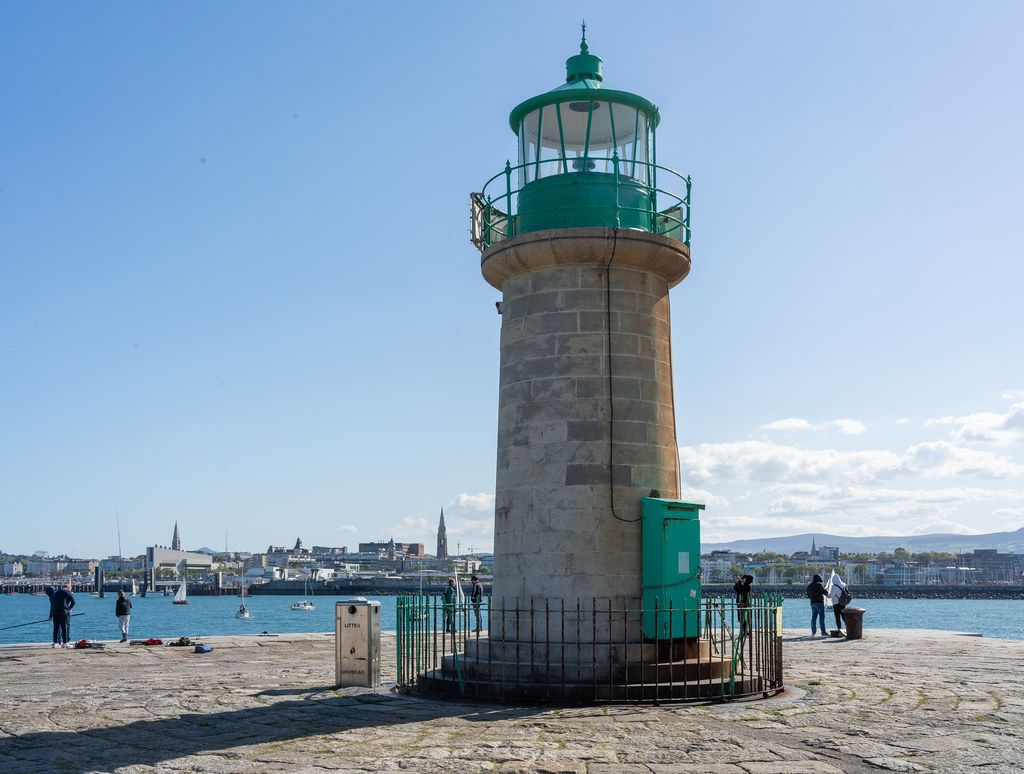 THE END OF THE WALK ALONG THE WEST PIER [DUN LAOGHAIRE HARBOUR]-152205