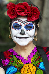 Everyday People Living Tradition (_aires_) Tags: aires iris woman flowers roses skull catrina lacalaveracatrina calavera elegante rosas colour colorido paintedface paint red green pink orange blue white portrait mexicantradition mexicancultue canoneos5dmarkiii canonef70300mmf456isusm mexicocitymexico