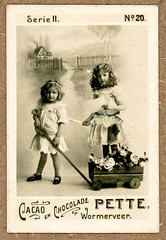 "Playing outside (Arne Kuilman) Tags: marketing kaartje advertentie klassiek dutch nederlands advertising ""40mmx60mm"" card karton photo foto cacaoenchocoladepettewormerveer chocolate cacao serieii no20"
