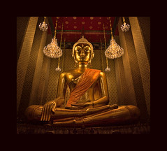 Night blessing (Antoine - Bkk) Tags: blessing night buddha temple wat bangkok thailand interior asia