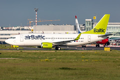 YL-BBY Air Baltic Boeing 737-36Q (buchroeder.paul) Tags: eddl dus dusseldorf düsseldorf international airport germany europe flughafen ground dusk ylbby air baltic boeing 73736q