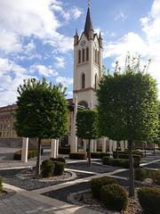 Fő tér (vegeta25) Tags: stre fák trees church templom zala keszthely tér street utca zöld sky clouds felhők