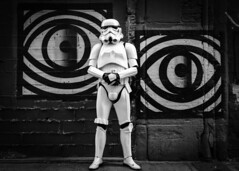 PortraitI (Salva Benlloch Photography) Tags: star war imperial soldier graffiti bw monocrome helmet gants eyes urban street rue calle carrer bricks ladrillos rejoles sábado dissabte saturday samedi guapo