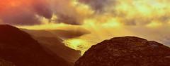 Atardecer en la Vixia Herbeira (Miradortigre) Tags: galicia españa spain landscape golden dorado acantilados cliff capelada serradacapelada mar sea europe europa paisajem sunset pordosol gallego