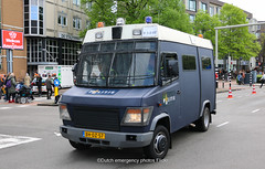 Dutch police Mercedes-Benz Vario (Dutch emergency photos) Tags: politie police polizei polit politi politiet policie polici policia polis polisi polisie polisia polizia politia polizie politievoertuig politievoertuigen politiebu politiebus bus policevan van policevehicle policevehicles voertuig voertuigen vehicle vehicles nederland nederlands nederlandse netherland netherlands dutch emergency photo photos foto fotos flickr 999 911 112 blue light blauw licht lichtbak lichtbalk lightbar midden middennederland me mobiele eenheid mercedes benz vario bhdz57