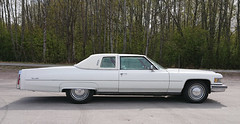 1976 Cadillac De Ville  PS (crusaderstgeorge) Tags: crusaderstgeorge cars classiccars 1976cadillacdevilleps 1976 cadillac de ville ps whitecars white americancars americanclassiccars americancarsinsweden gävle gävleborg sweden sverige
