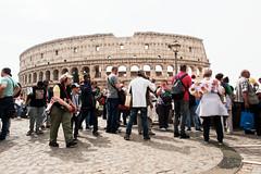 Rome : les nouveaux barbares #4 (Paolo Pizzimenti) Tags: tram vacances rome barbare colosseum paolo olympus zuiko 12mm f2 film pellicule argentique doisneau