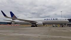 N672UA | United Airlines | Boeing 767-322ER (geoff487) Tags: unitedairlines united ual ua londonheathrowairportlhr heathrow egll boeing767300 boeing767 boeing n672ua