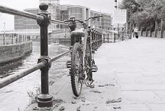 Abandoned bike 1 (vickyhindle) Tags: canoneos3 canonef50f14 neopan400cn blackwhite 35mmfilmphotography