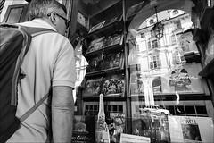 Torino 0574 (malko59) Tags: torino turin street streetphotography biancoenero blackandwhite vinile vynil riflessi reflections fujifilmxseries fujifilmx fujifilmxt1