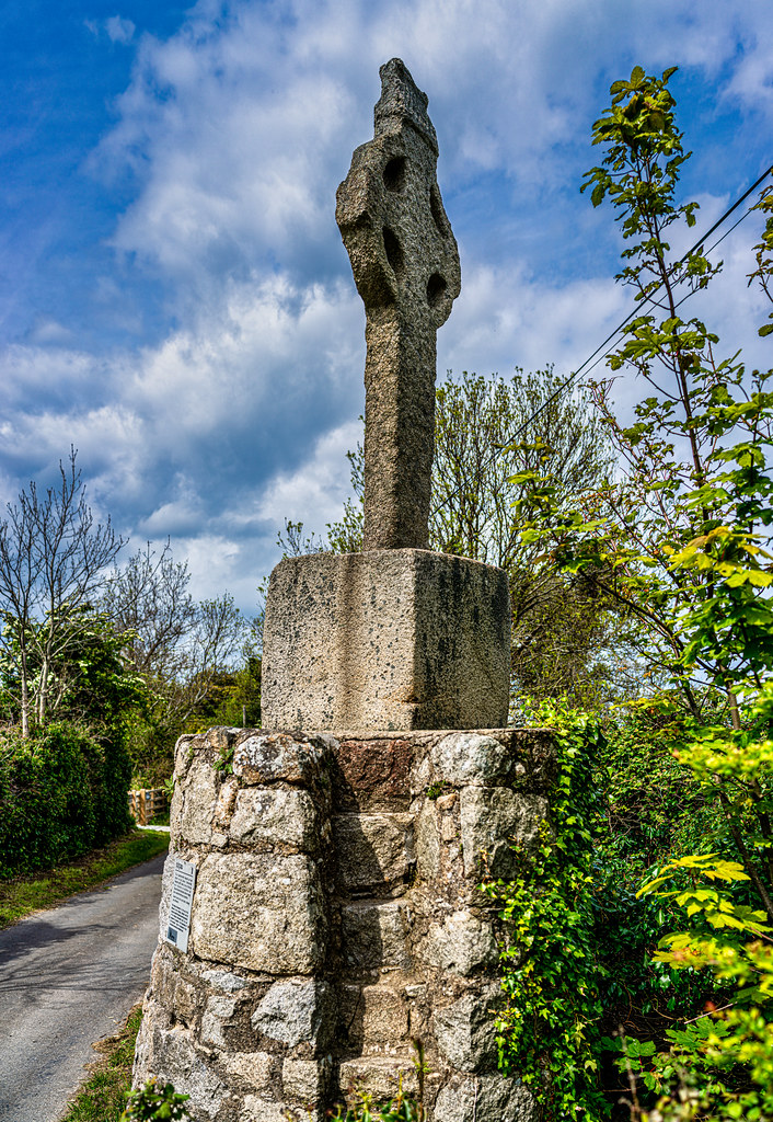 AN OLD CELTIC HIGH CROSS NEAR TULLY CHURCH [LEHAUNSTOWN LANE NEAR THE LUAS TRAM STOP]-152316