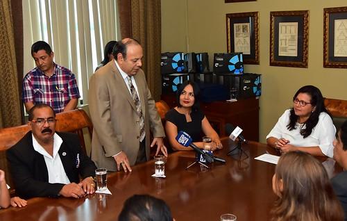 Carlos Armanza, director de Noticias de TC, agradeció el gesto en nombre de todo el grupo de comunicadores.