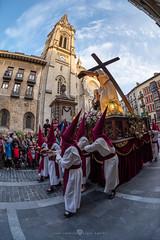 El Encuentro (Juan Ig. Llana) Tags: bilbao bizkaia vizcaya euskadi españa semanasanta religión procesión catedral torre jesucristo virgenmaria cruz paso hermandad cofradía cofrades nazarenos capirotes