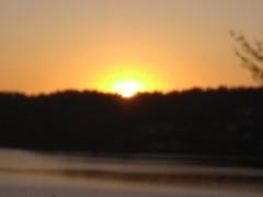 Solen gömmer sig bakom horisonten. (larseriksfoto) Tags: fs190414 fotosondag gömd gomd