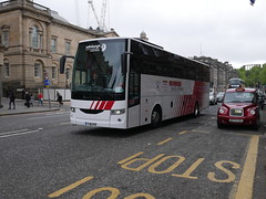 Edinburgh Coach Lines Van Hool EX15H YJ18AYB, in Globus Tours livery, at Princes Street, Edinburgh, on 2 May 2019. (Robin Dickson 1) Tags: edinburghcoachlines busesedinburgh vanhoolex15h yj18ayb globustours
