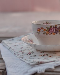 La taza de té... (Irene Carbonell) Tags: teatime latazadeté vajilla vintagelove vintage pasteles nikon 35mm