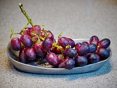 126/365 Grapes (OhWowMan) Tags: 3652019 day126365 06may19 ohwowman nikon d3300 acdseepro9 365the2019edition grapes 365project my2019challenge animageaday dailyphotography closeup