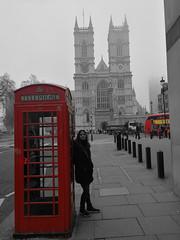 WESTMINSTER ABBEY, LONDON (Antonio Cardenete) Tags: london uk telephone girl bus england travel traveler learning experience visit visitengland westminsterabbey westminster wow model photography goodtimes world europe huawei huaweip10 p10 filter blackandwhite red buslinelondon leica fromspain