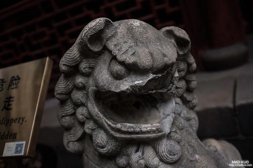 被毀容的石獅。